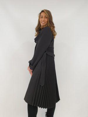 abrigo-negro-plisado-i145110n-banes-moda-ramallosa-nigran-f