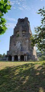 monumento-a-la-marina-universal-banes-moda-nigran
