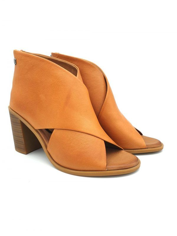 zapato-tacon-abotinado-camel-carmela-V167129-banes-moda-ramallosa-nigran-f